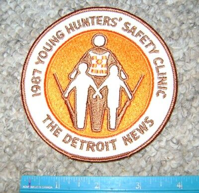 1987 DETROIT MICHIGAN NEWS YOUNG HUNTERS SAFETY PATCH gun,hunting,patches,deer