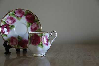 Vintage Paragon white bone china tea cup & saucer with red flowers (30)