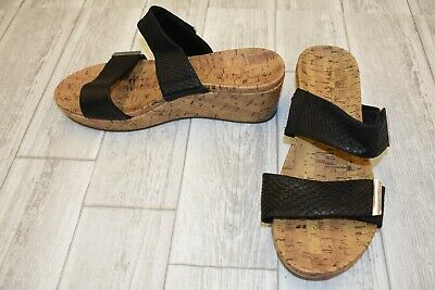 35215ff77922 VIONIC JURA SANDALS - Women s Size 8.5 - Black DAMAGED -  32.00 ...