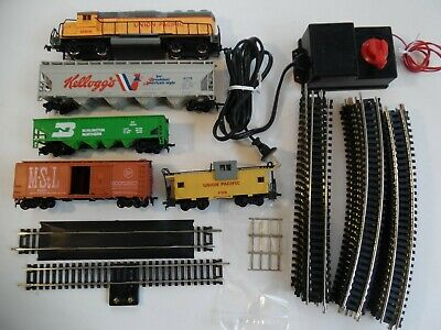 HO SCALE TRAIN Set, COMPLETE, UP Loco, 3 cars, UP caboose track, power pack  USED