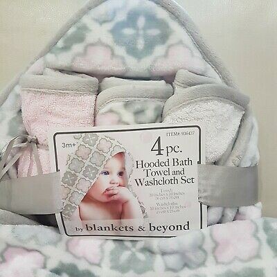 Blankets & Beyond 4 pc Hooded Bath Towel and Washcloth Set New