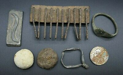 Small mixed lot of artefacts