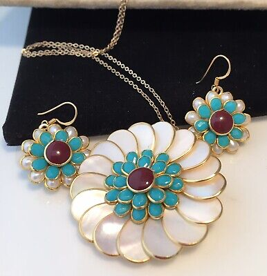 Stunning Vintage Mother Of Pearl, Turquoise & Carnelian Pendant And Earrings Set