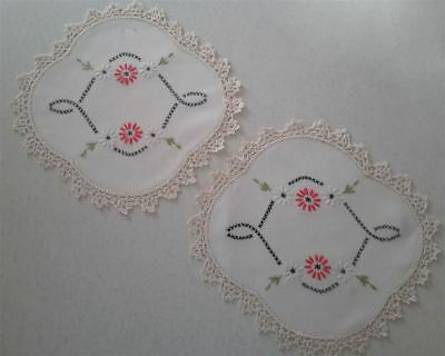 2 x Vintage Hand Embroidered Doily Floral Daisies Design Crochet Edge 23 x 23