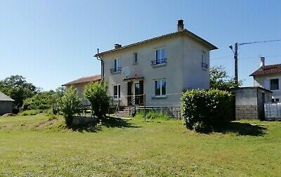 FRENCH 3 BED DETACHED FAMILY HOUSE SET IN ACRE AND A HALF GARDENS department 16