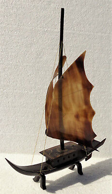 CINA (China): Fine and old Chinese faux tortoise shell junk boat