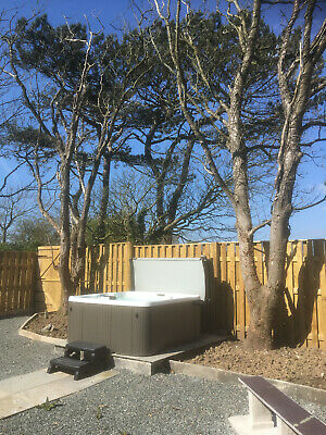 Holiday cottage on Anglesey, sleeps 6, hot tub, dog friendly, Friday 26/4 to 3/5