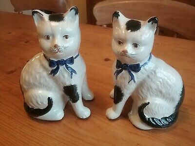 Large vintage pair china mantel cats, black and white