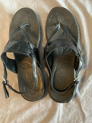 8eb9db4e85a5 Born Concept B.O.C. Women s size 11M black leather flip flop sandals shoes
