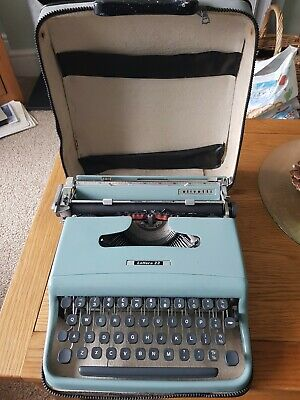Vintage Olivetti Lettera 22 Manual Travel Typewriter with Case