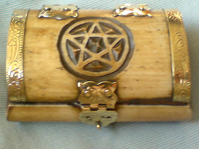 "BONE PILL BOX WITH AN ENGRAVED PENTAGRAM MOTIF& BRASS HINGES 2.75""x 2"" £5.50 NWT"