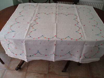 "VINTAGE LINEN HAND EMBROIDERED TABLE CLOTH 50"" x 49"""