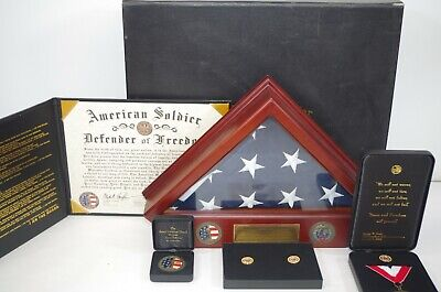 AMERICAN FLAG DISPLAY CASE AMERICAN SOLDIER ARMY NATIONAL GUARD w/ Flag & Medals