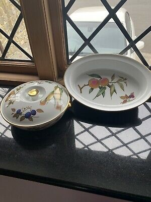 Royal Worcester  Evesham  1X Veg /casserole Dish & 1 X OVAL PIE OR SERVING Dish
