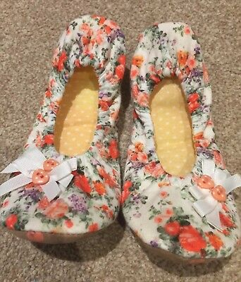 Girl's Slippers, White and Orange, Soft, Comfortable, Floral, Size 12-13, TU.
