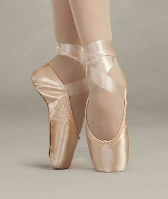 Style #1133 New In Box Capezio Airess Tapered Toe Pointe Shoe