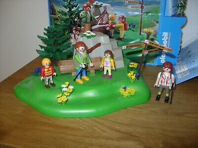 PLAYMOBIL COUNTRY Set 5424 BACKPACKER FAMILY at MOUNTAIN SPRING