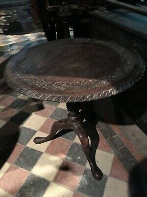 Carved Renaissance Revival Round Side Accent Tea Wine Library Pedestal Table