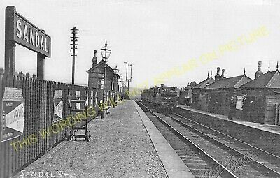 Sandal Railway Station Photo. Wakefield - Hare Park & Crofton. GCR &GNR Jt. (2)
