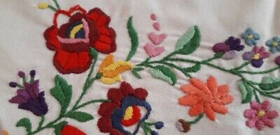 Hungary KALOCSA Hand Embroidered Vintage Tablechlot 84cm x 34cm