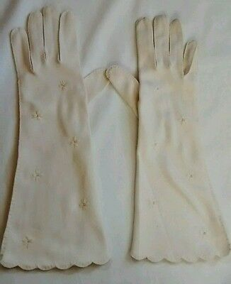 Vintage Van Raalte White Nylon Embroidered Floral Faux Pearl Gloves 7