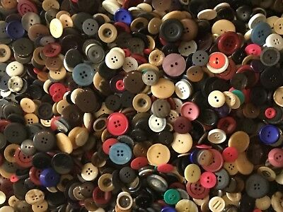 Bulk Buy Job Lot 4.5 Kg (Approx 3000) x Good Quality Assorted Buttons MX500 4.5