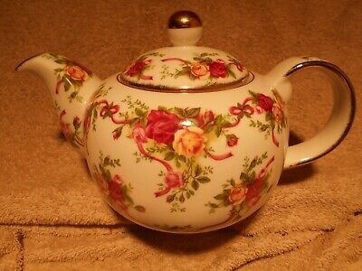 Royal Albert Old Country Roses RUBY CELEBRATION Ribbons Teapot Unused 565