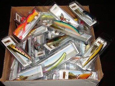 Set of 30 Random Fishing Lures Minnow Bait Bass Fishing Trout Walleye With Hooks
