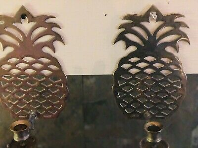 VINTAGE 1980s PAIR OF BRASS PINEAPPLE WALL SCONCES