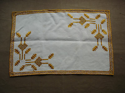 #732  Beautiful Vintage Hand Embroidered Linen Table Runner 50cm/33cm(19''/13'')