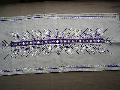 #721  Beautiful Vintage Hand Embroidered Linen Table Runner 85cm/38cm(33''/15'')