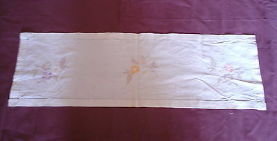 #033  Beautiful Vintage Hand-Embroidered Table Runner