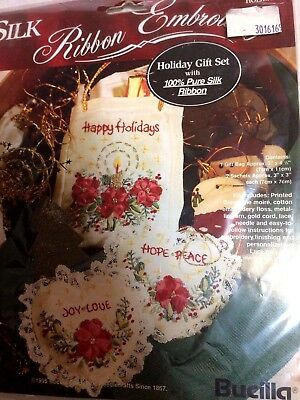 Bucilla Silk Ribbon Embroidery Holiday Gift Set Christmas mini tote pillows 1995