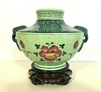 Collectible Vintage Chinese Porcelain Amphora with Stand Limited Edition 雙耳瓶