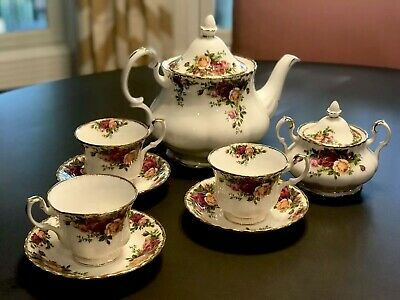 ROYAL ALBERT FINE CHINA Old Country Roses TEAPOT, CUPS LOT 1962 Made in England.