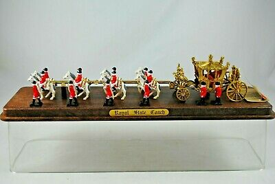 CRESCENT Special Display ROYAL STATE COACH w/ 8 HORSES, 4 Riders & 11 GUARDS MEN