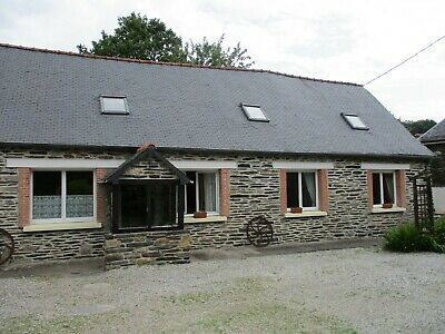 Beautiful stone gite and farmhouse near lake, Brittany with rental potential
