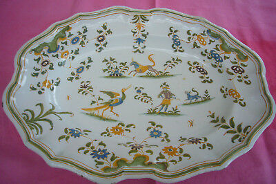 GRAND  PLAT EN FAIENCE DE MOUSTIERS OLERYS XVIIIème DECOR POLYCHROME