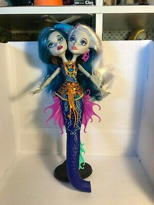 Monster High Great Scarrier Reef Peri and Pearl Serpentine Doll No Tail Used