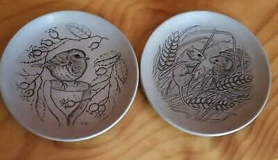 Poole, England 2 display plates. Robin and Field mice 13cm in diameter. Perfect