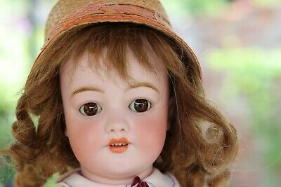 Sweet charming SIMON and HALBIG 550 doll with factory stamp