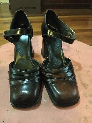 Women's Vintage 60's-70's Chunky Heel Brown Patent Leather Shoes By RIZZI Size 9
