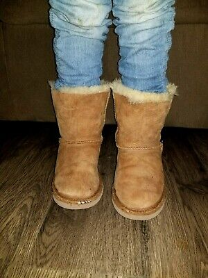 48ac48c54d7 UGG AUSTRALIA BOOTS Girls Youth Bailey Bow Chestnut Brown 3280K Size 2