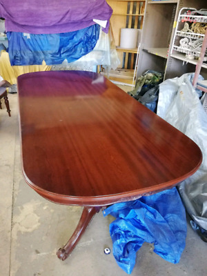 8 seat dining table. Large table. French polished. Family Christmas table