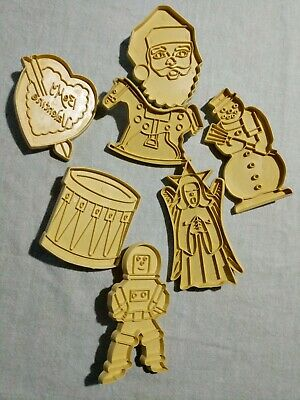 VTG STANLEY COOKIE CUTTERS Gold Plastic Lot Of 7 Asst Astronaut Pony Drum Etc