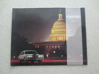 1988 Lincoln Town Car automobile advertising booklet --
