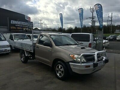 TOYOTA HILUX 2006 3.0L MANUAL TURBO DIESEL C/CHASSIS WITH TRAY!! navara triton