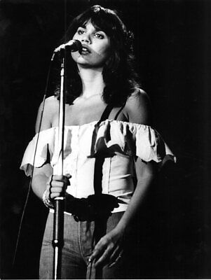 Linda Ronstadt Live On Stage B/W  8x10 Glossy Photo