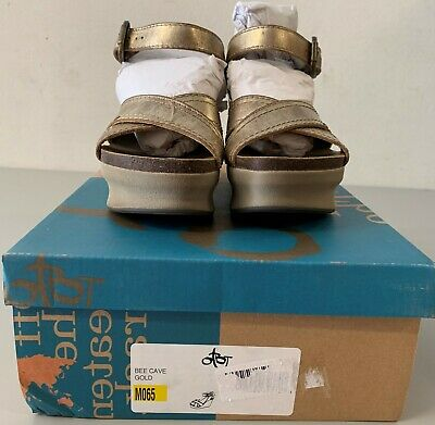 OTBT Women's Bee Cave Gold Size 6.5