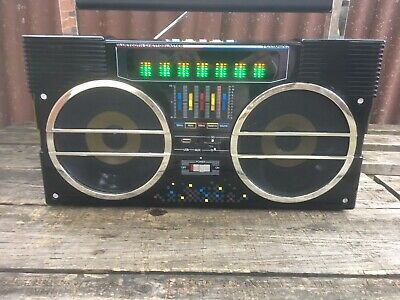 Retro Style Bluetooth Boombox With Line In FM Radio And USB And SD Card Slot.